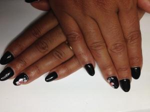 ongles en gel noir