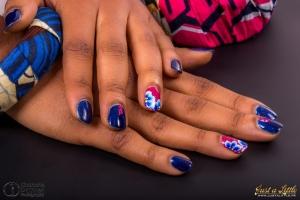 nail art en vernis semi permanent bleu et rose