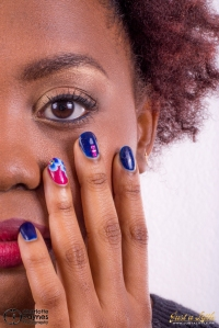 nail art en vernis semi-permanent bleu et rose